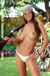 J2.-Sexy-Laure-Manaudou-Chasseresse-Fakes.jpg